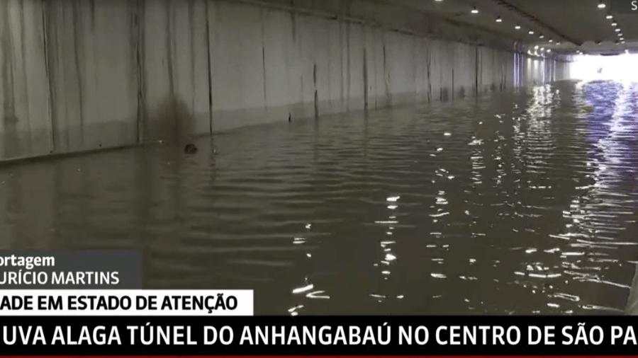 Túnel do Anhangabaú inundado na tarde de hoje (19)  - Reprodução/GloboNews