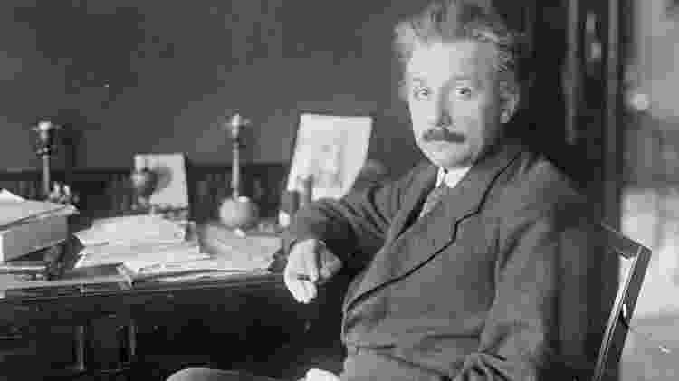Einstein publicou a equação pela primeira vez em um artigo científico em 1905 - BETTMANN VIA GETTY - BETTMANN VIA GETTY