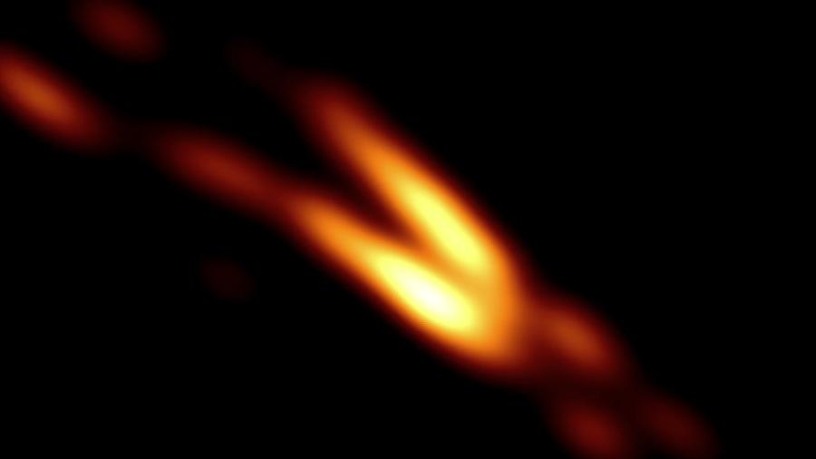 Imagem do jato expelido pelo buraco negro possui resolução 16 vezes mais nítida - Divulgação/Nature Astronomy
