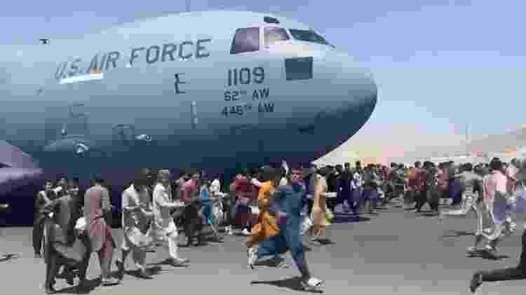 umulto no aeroporto de Cabul, no Afeganistão - Reprodução - Reprodução