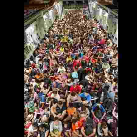 19.dez.2013 - Avião da Força Aérea dos EUA retira moradores da cidade de Tacloban, nas Filipinas, devido à passagem do tufão Haiyan - U.S. Air Force Photo/Staff Sgt. Ramon Brockington - U.S. Air Force Photo/Staff Sgt. Ramon Brockington