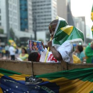 Criança participa de manifestação contra o governo Dilma na avenida Paulista, em São Paulo - Eduardo Knapp/Folhapress
