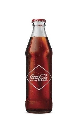 A Coca-Cola colocou à venda, em edição limitada, uma caixa com seis garrafas históricas do refrigerante. Esta é semelhante à que era usada em 1905