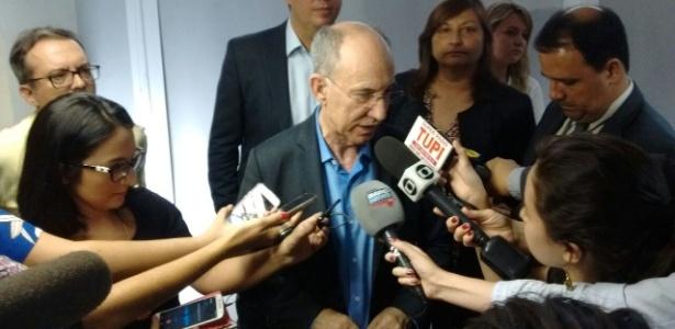 Rui Falcão, presidente do PT, concede entrevista em Brasília