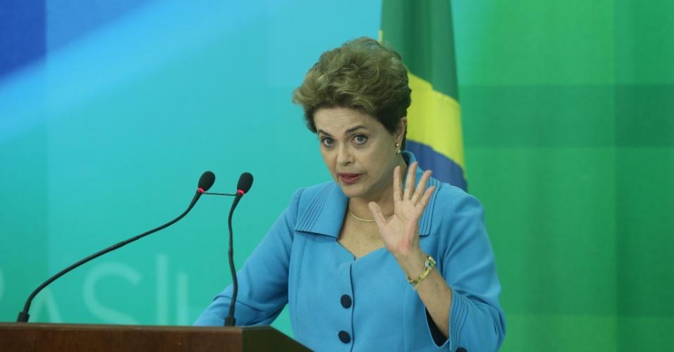 Dilma Rousseff em sua primeira aparição pública após sofrer derrota de impeachment na Câmara
