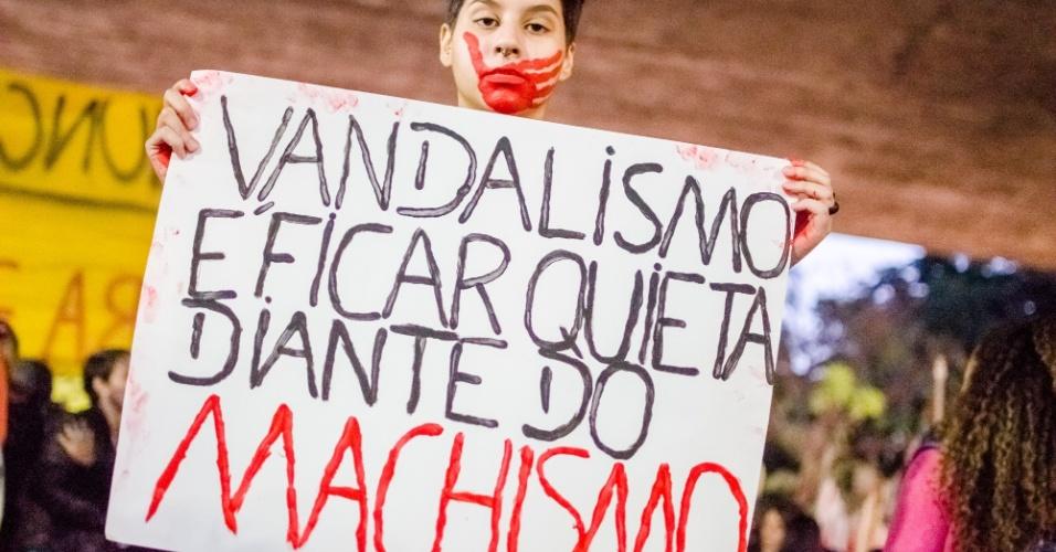 8.jun.2016 - Mulheres fazem protesto nesta quarta-feira na avenida Paulista contra a cultura do estupro. O ato é em apoio a jovem de 16 anos que foi estuprada no mês passado no Morro do Barão, comunidade do Rio de Janeiro. Segundo o Ministério da Saúde, em 2015, uma média de 49 mulheres foram atendidas por dia na rede pública e privada de saúde após serem vítimas de estupro. Destas, a maioria era criança ou adolescente