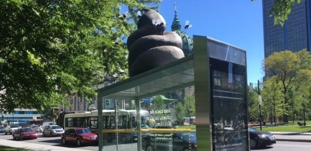 Cocô gigante tem causado polêmica em Montreal, no Canadá