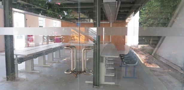 Bloco B do CIC do Imigrante, na Barra Funda (zona oeste de São Paulo), tem as portas fechadas a cadeado. O CIC foi inaugurado no fim de 2014 e ainda opera parcialmente