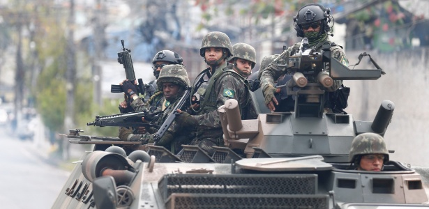Resultado de imagem para Forças Armadas fazem operação em comunidades do Rio