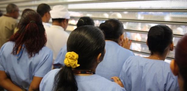 Funcionários fecharam as portas da unidade do supermercado em Copacabana