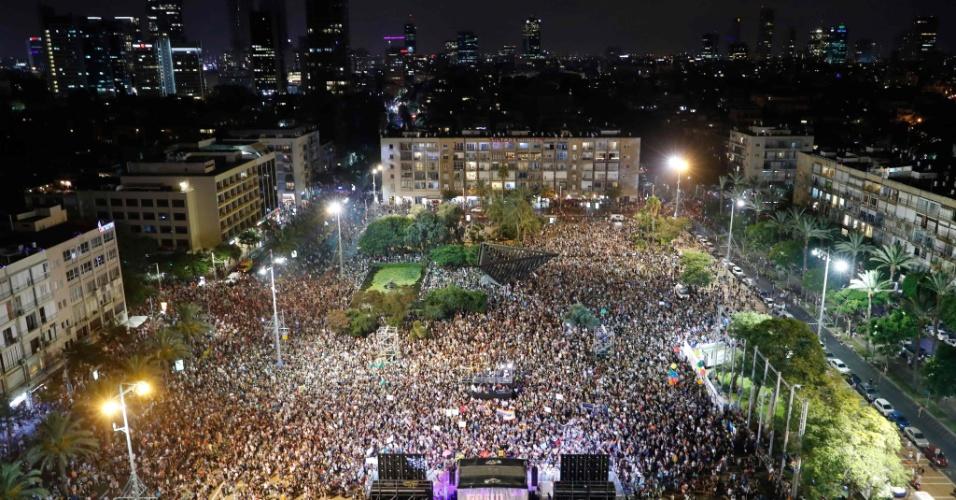 22.jul.2018 - ISRAEL: Milhares tomam ruas de Tel Aviv contra lei que exclui homens da possibilidade de ter filhos por meio de barrigas de aluguéis. Manifestante entendem que a lei é contra casais de homens