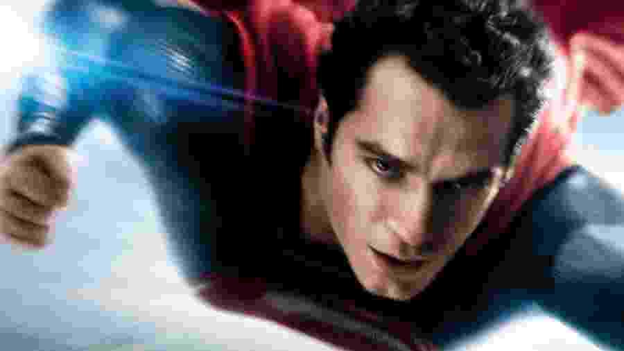 """Henry Cavill como Superman em """"Homem de Aço"""" (2013) - Divulgação"""
