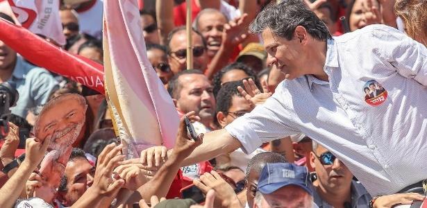 Haddad, candidato do PT à Presidência, faz campanha em Vitória da Conquista (BA)