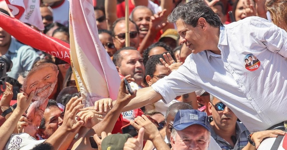 15.set.18 - Fernando Haddad, candidato do PT à Presidência, faz campanha em Vitória da Conquista (BA)