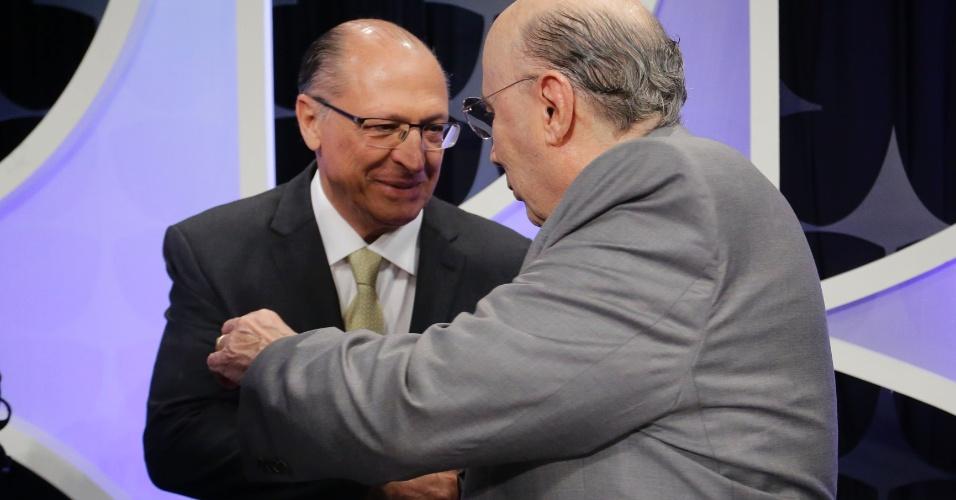Geraldo Alckmin (PSDB) cumprimenta Henrique Meirelles (MDB) no estúdio do SBT