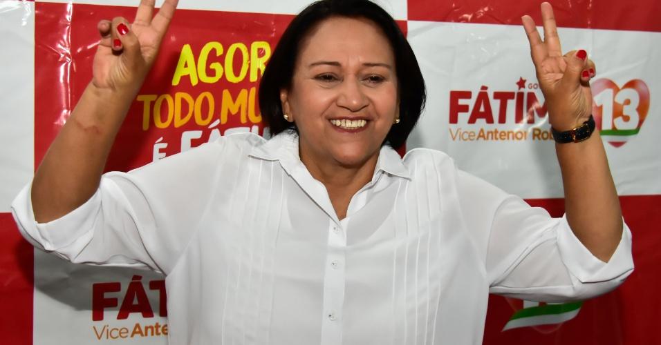 28.out.2018 - A candidata Fátima Bezerra (PT) faz discurso após ser eleita governadora do Rio Grande do Norte, em Natal. Fátima obteve 57,60% dos votos válidos, contra 42,40% do candidato Carlos Eduardo (PDT)