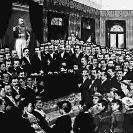 Pintura da sessão parlamentar que aboliu a escravidão no Ceará em 1884: articulação nacional - Acervo Biblioteca Nacional/BBC