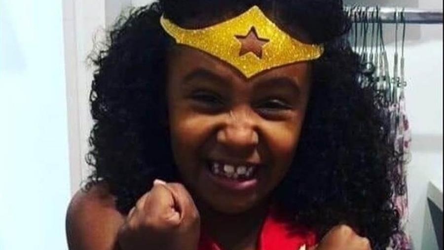 A menina Ághata, 8, morta com tiro de fuzil por um policial - Reprodução