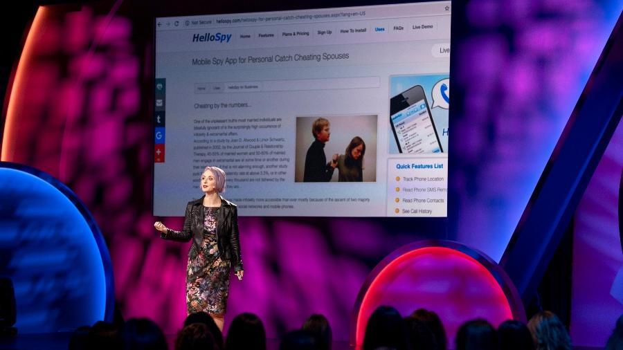 Eva Galperin, diretora de segurança da Electronic Frontier Foundation (EFF), fala no TEDWomen 2019 - Jasmina Tomic/TED/Divulgação
