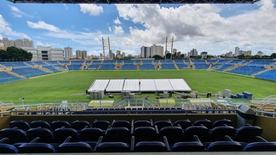 Construção do hospital temporário no Estádio Presidente Vargas, em Fortaleza, com capacidade de 204 leitos - Divulgação/Prefeitura de Fortaleza