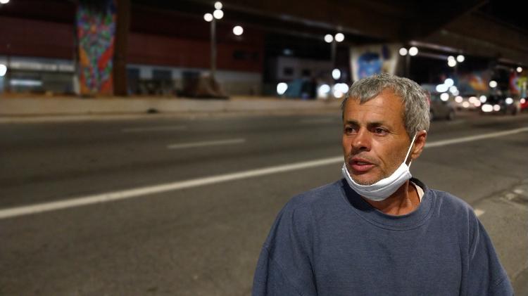 Altair Araújo dos Santos, 49, pintor desempregado, está em situação de rua desde julho. Ao chegar em São Paulo, há quatro dias, soube da morte de uma moradora de rua - Marcelo Oliveira/UOL - Marcelo Oliveira/UOL