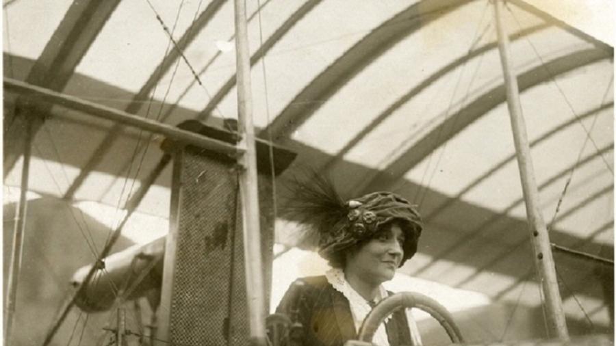 Raymonde de Laroche obteve sua licença de piloto de avião em 8 de março de 1910 - Smithsonian Institution