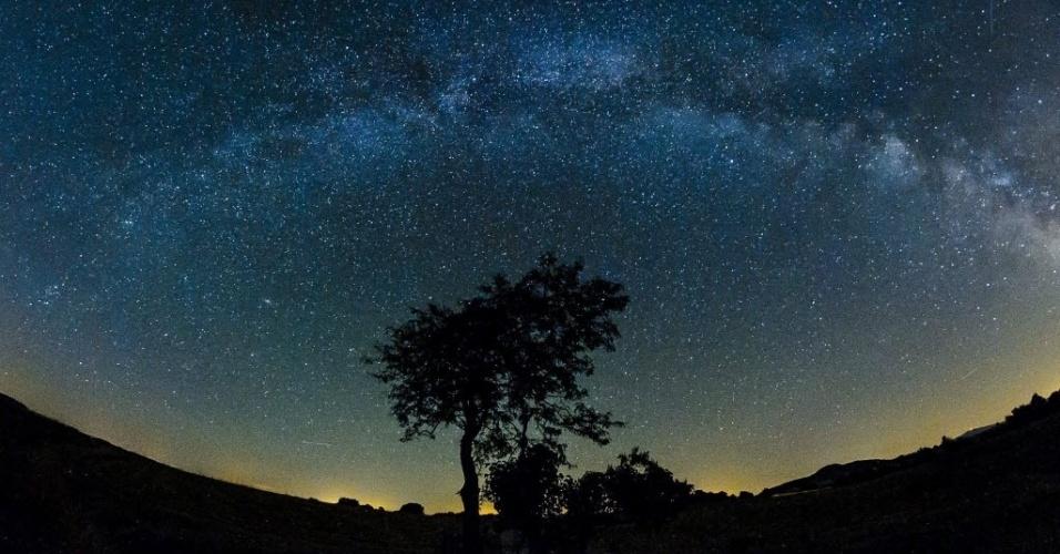 20.jul.2015 - Via Láctea é vista a olho nu durante uma noite de verão na cidade de Salgotarjan, a 109 km de Budapeste, na Hungria