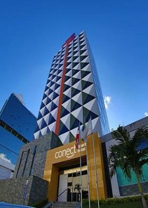 Prédio Connect Smart Hotel (antigo Web Hotel Salvador), em Salvador (BA), de propriedade de Alberto Youssef