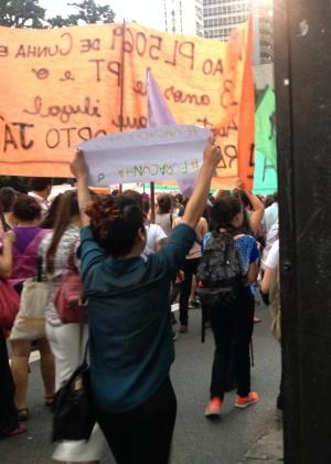 Manifestantes que defendem a legalização do aborto na avenida Paulista, São Paulo