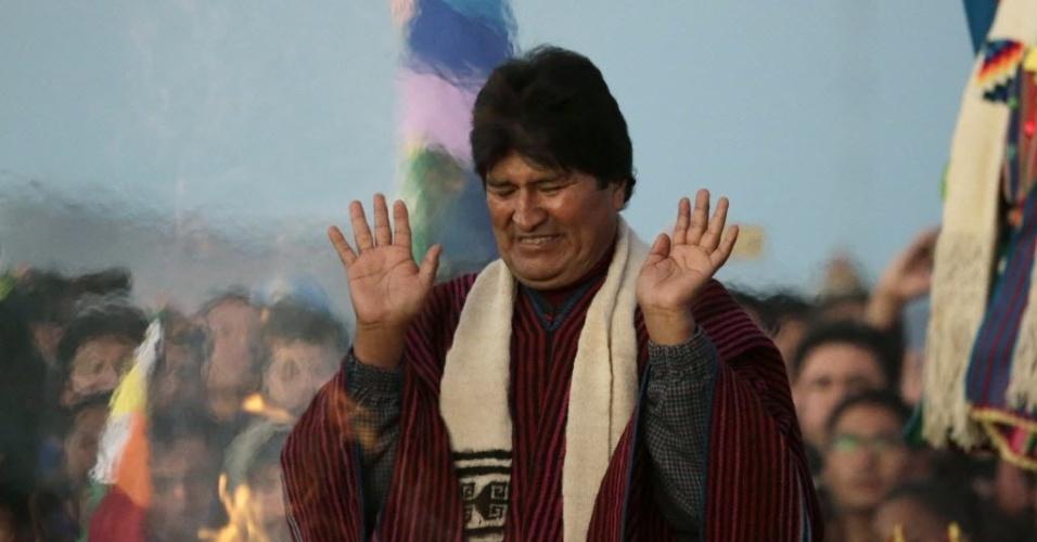 21.jan.2016 - O presidente da Bolívia, Evo Morales, participa de cerimônia que marca os dez anos de sua administração na presidência da Bolívia. A cerimônia, realizada nas ruínas de Tiahuanaco, em La Paz, contou com tradições indígenas