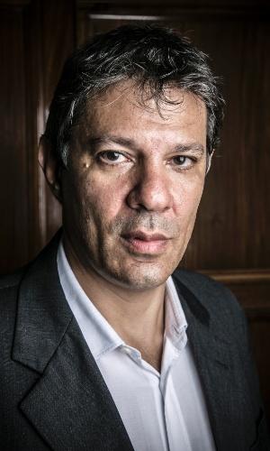 Fernando Haddad, prefeito de São Paulo, posa para retrato em seu gabinete