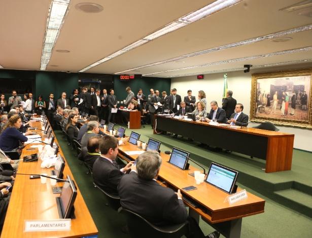Reunião da Comissão de Impeachment, na Câmara dos Deputados, em Brasília, na tarde desta segunda-feira (21)