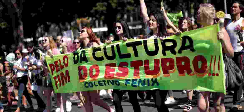 29.mai.2016 - Manifestantes caminham até o STF (Supremo Tribunal Federal), em Brasília, durante protesto contra o estupro coletivo de uma jovem de 16 anos no Rio de Janeiro - Ueslei Marcelino/Reuters