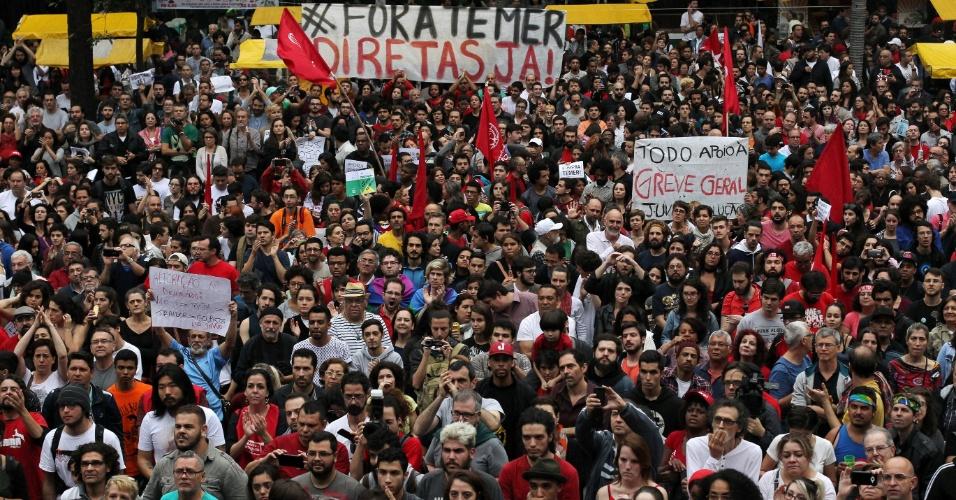 Manifestantes participam de ato contra o presidente Michel Temer em São Paulo