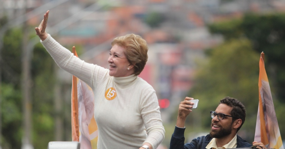1º.out.2016 - A senadora Marta Suplicy, candidata do PMDB à Prefeitura de São Paulo faz carreata na Cidade Tiradentes, na zona leste da capital paulista, neste sábado (1º)