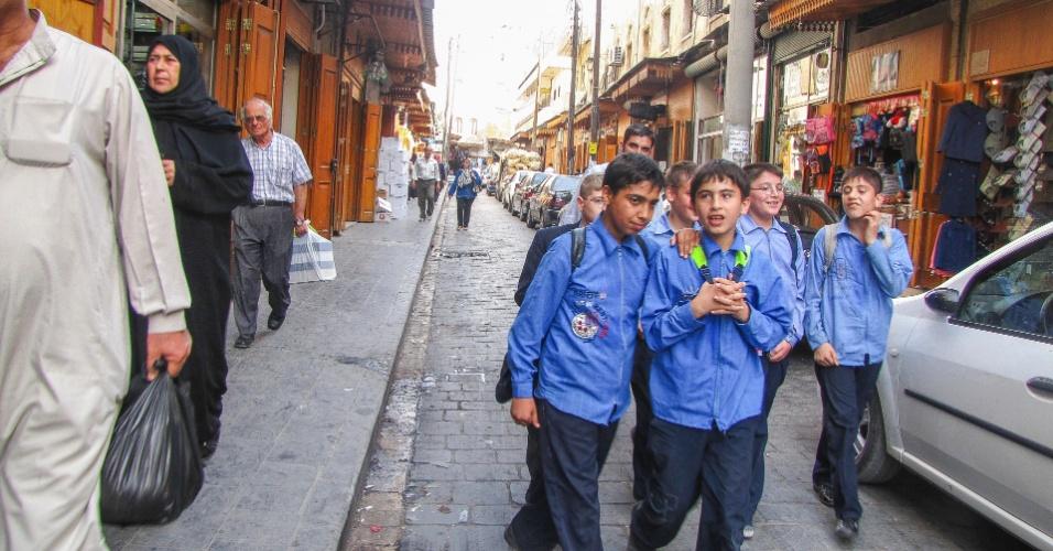 Crianças voltam da escola na Aleppo pré-guerra. A cidade era extremamente segura