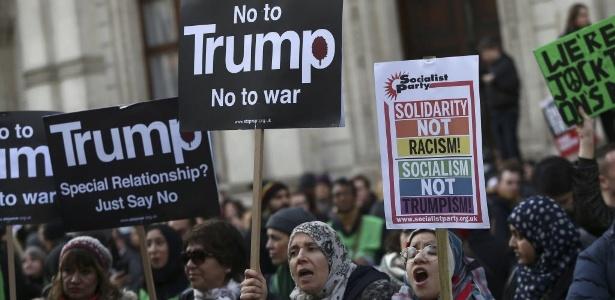Manifestantes protestam em Londres contra o decreto migratório de Trump