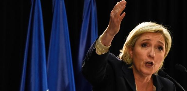A candidata da Frente Nacional, Marine Le Pen, durante comício em Pierrelatte, na França