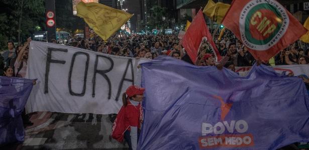 Manifestantes pedem a saída do presidente Michel Temer da Presidência e eleições diretas durante protesto na avenida Paulista, em São Paulo, após delação da JBS