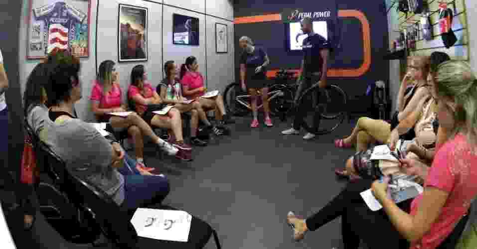 Turma de mulheres do curso de mecânica de bicicletas da Pedal Power - Divulgação