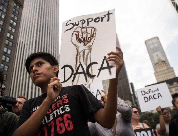 Manifestante pede suporte ao DACA, em Manhattan, nos EUA