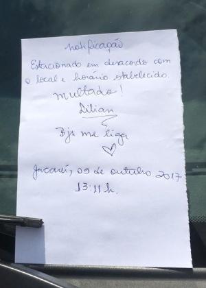 Notificação feita por moradora, que viu carro da prefeitura parado em local proibido