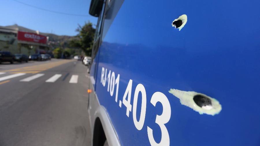 Perseguição seguida de tiroteio deixa seis mortos e fecha acesso à Ponte Rio-Niterói, em agosto - Fabiano Rocha/Agência O Globo
