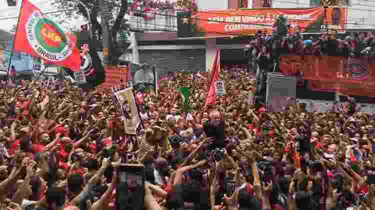 Lula participa de ato em São Bernardo do Campo (SP) após deixar a prisão  - Luís Adorno/UOL