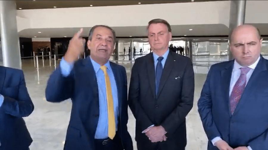 Silas Malafaia ao lado do presidente Jair Bolsonaro (sem partido) - Reprodução