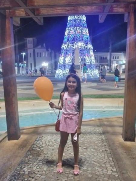 Júlia, de 8 anos, morreu após levar um choque em um enfeite natalino; imagem mostra garota pouco antes do incidente - Arquivo Pessoal