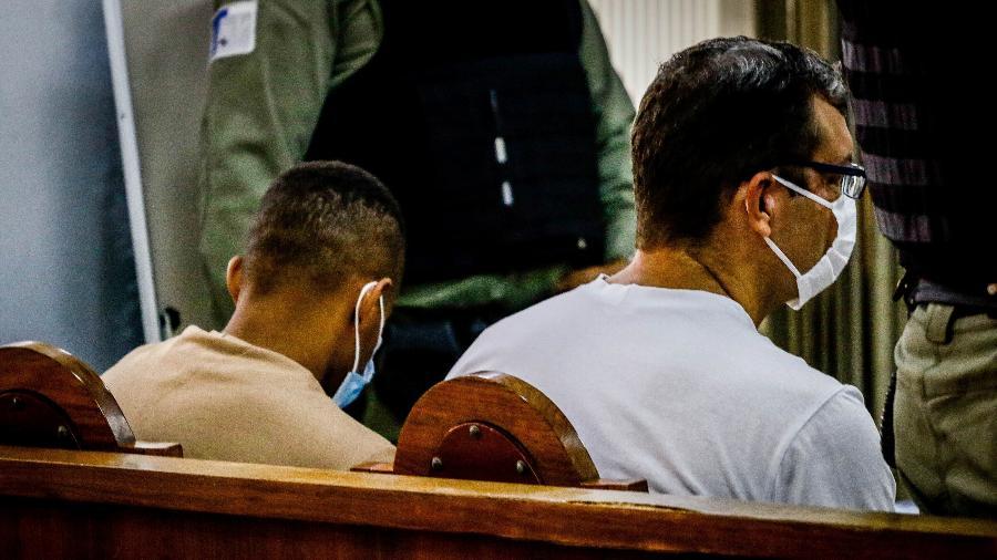 O guarda civil Sérgio Manhanhã e o ex-PM Victor Cristilder durante julgamento em Osasco - ALOISIO MAURICIO/FOTOARENA/ESTADÃO CONTEÚDO