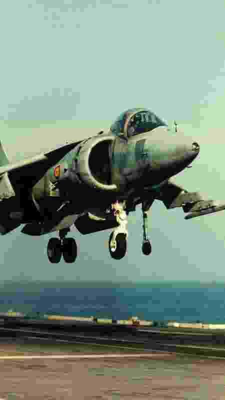 O Harrier, da Hawker Siddeley, durante operação vertical - Museu do Espaço e do Ar de San Diego - Museu do Espaço e do Ar de San Diego