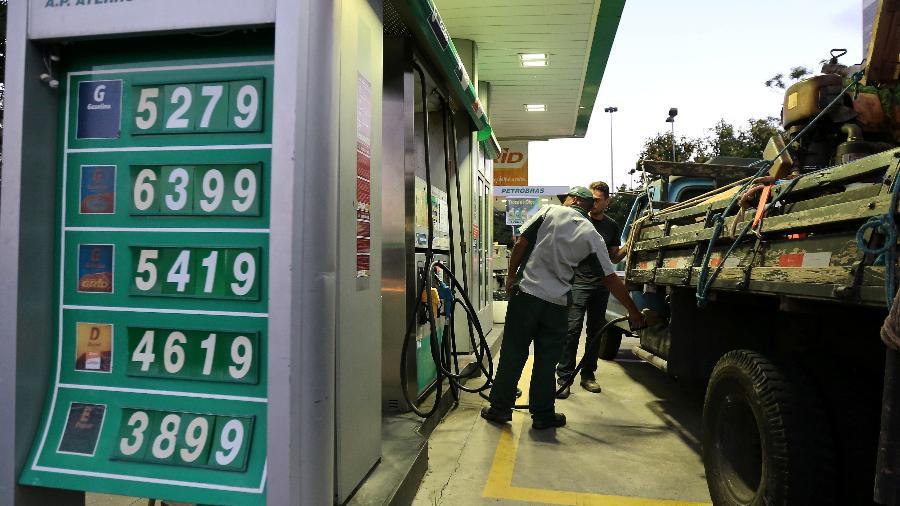 O diesel subiu 5% na semana passada contra a semana anterior, chegando a ultrapassar os R$ 6 - Sergio Moraes/Reuters