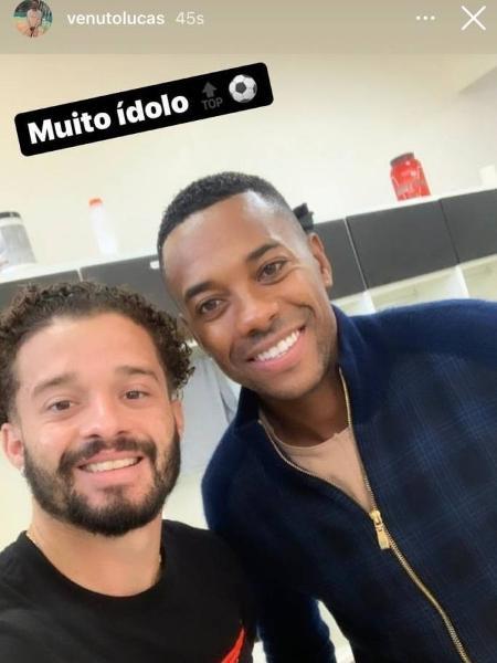 Lucas Venotto registra la presenza di Robinho in CT Rei Pelé - Riproduzione - Riproduzione